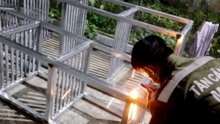 Sửa cửa sắt tại nhà Minh Khôi